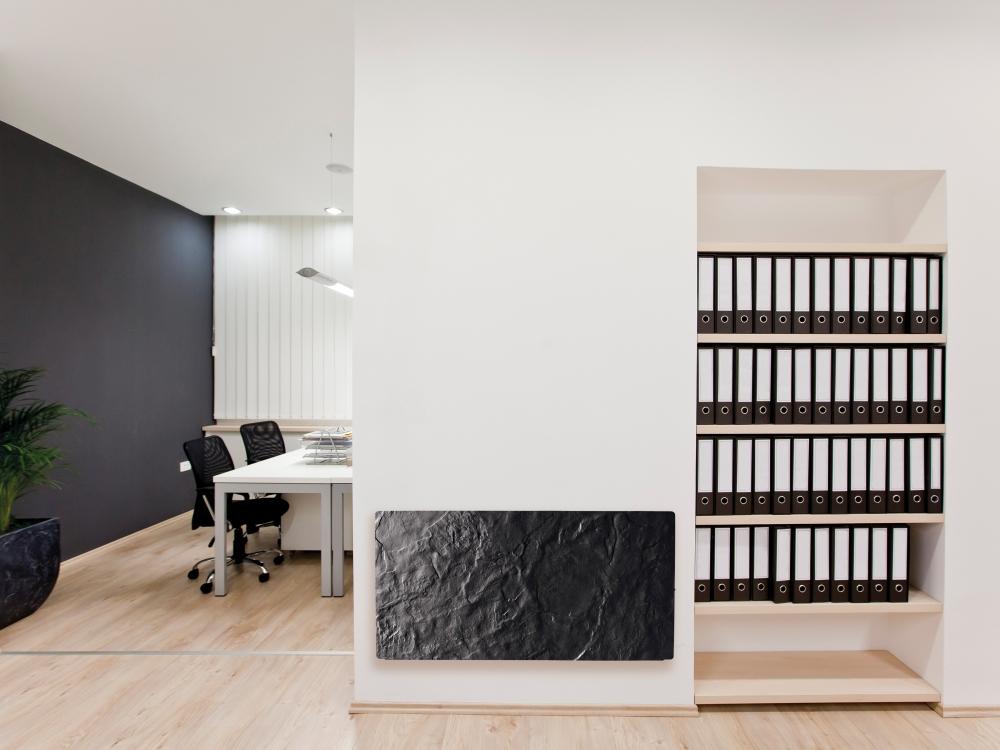 Sálavý panel GLOA AKU v kanceláři