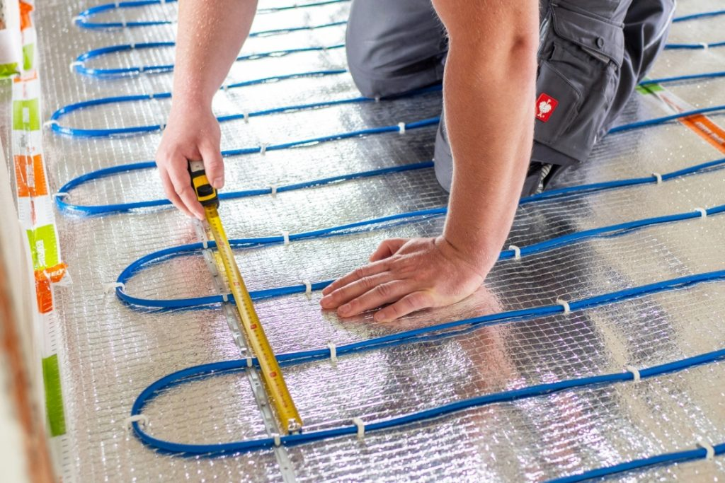 montáž topného kabelu pro podlahové topení