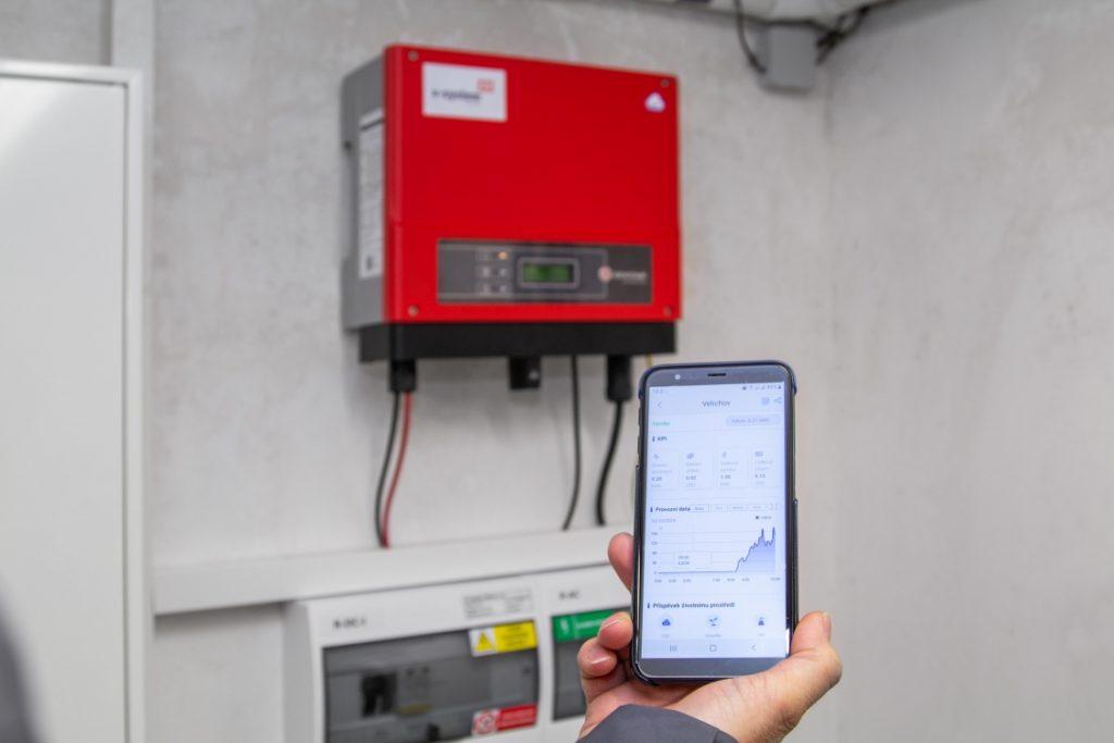 mobilní aplikace pro sledování činnosti domácí solární elektrárny