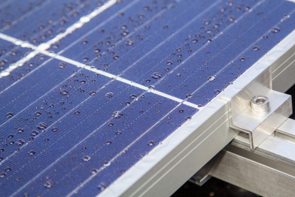 detail solárního fotovoltaického panelu