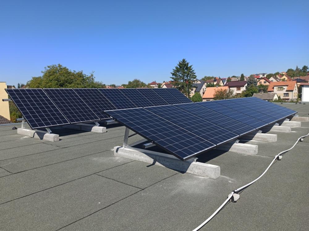 fotovoltaika komerční střecha Benešov