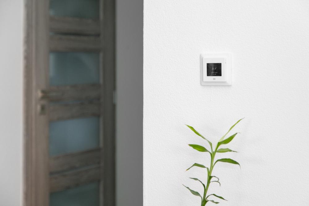 pokojový termostat na podlahové topení