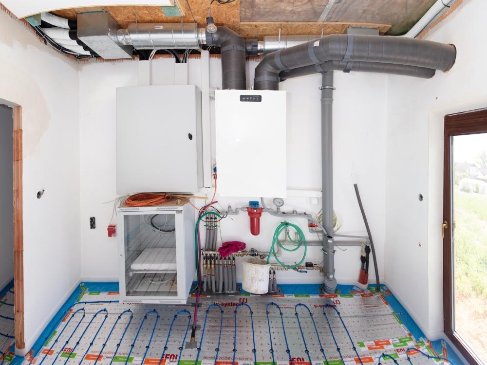 technická místnost v rodinném domě s elektrickým vytápěním a rekuperací tepla